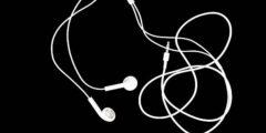 مخاطر استخدام سماعات الأذن و طرق الوقاية