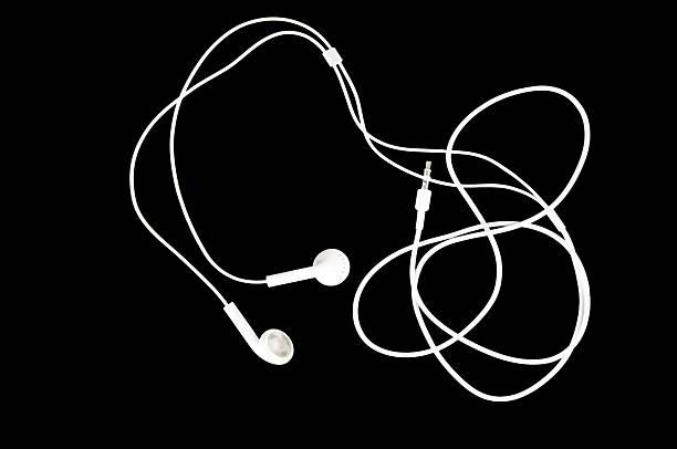 مخاطر استخدام سماعات الأذن